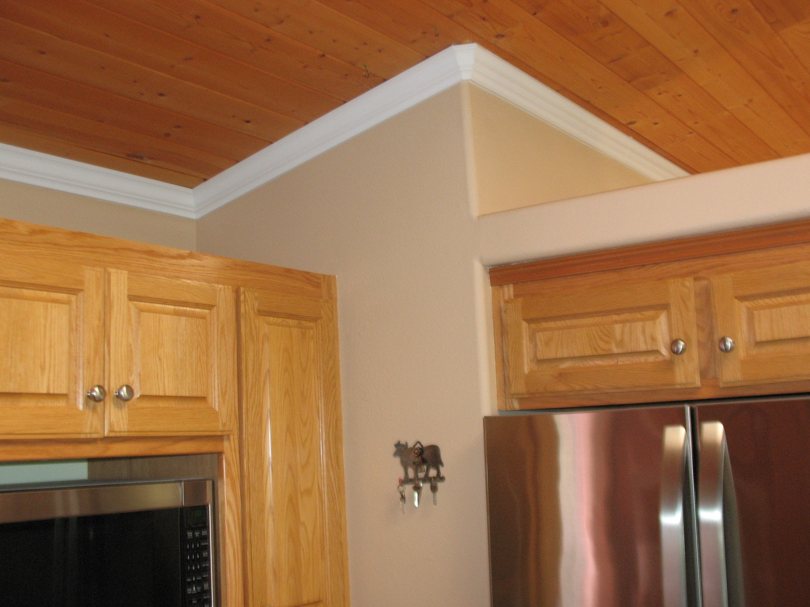 Crown molding 7 gawley building remodeling inc for Oak crown molding for kitchen cabinets